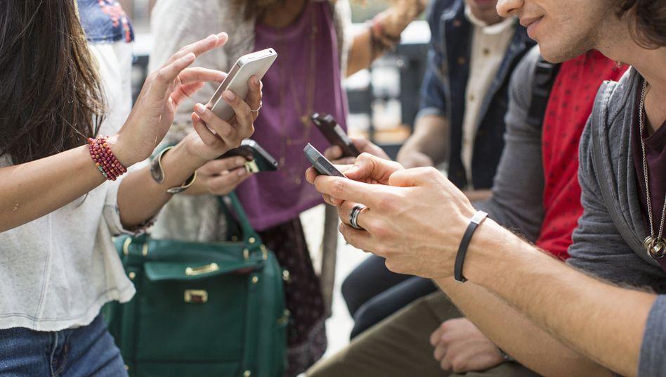 Handynutzer: Das Interesse an Social Media ist in Deutschalnd vergleichsweise gering