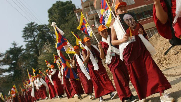 """Aufstand in Tibet 2008: """"Panzer zermalmen das Gerümpel"""""""