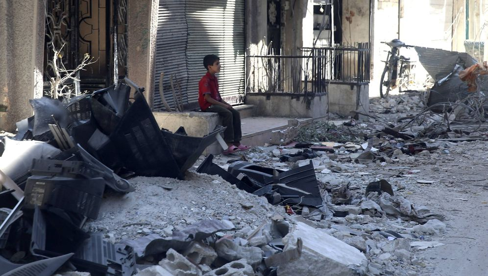 Photo Gallery: Starvation Threatens Cut-Off Syrian Enclaves