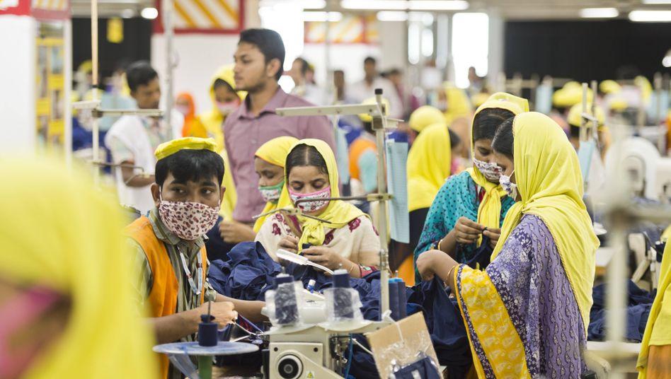 Textilfabrik in Bangladesh: Wer ist verantwortlich für die Arbeitsbedingungen?