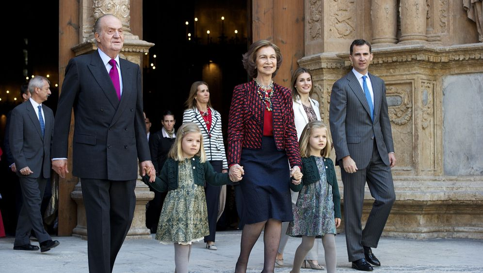 Photo Gallery: Spanish Royal Family in Crisis
