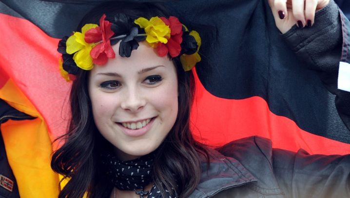 Lenas Ankunft: Hysterie in Hannover