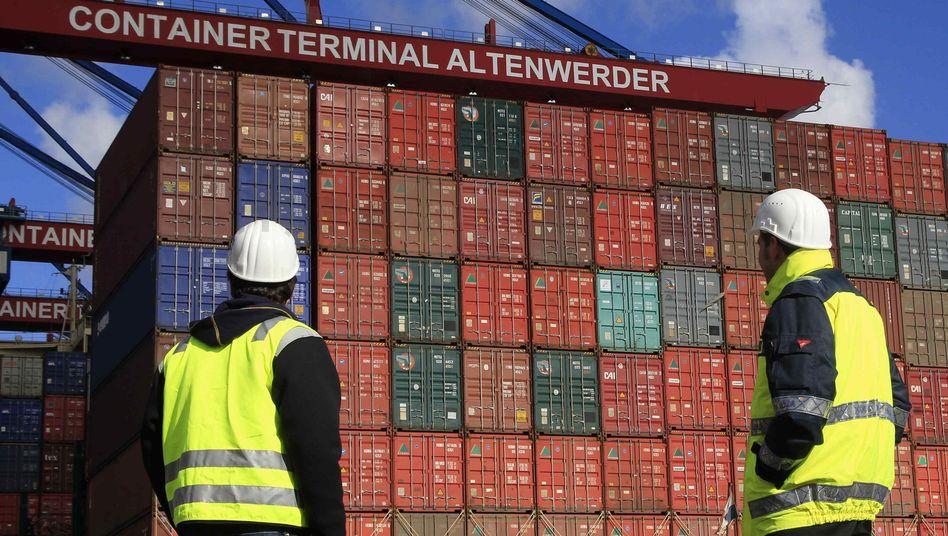 Arbeiter im Hamburger Hafen: Vor allem Ausfuhren ins außereuropäische Land legten zu