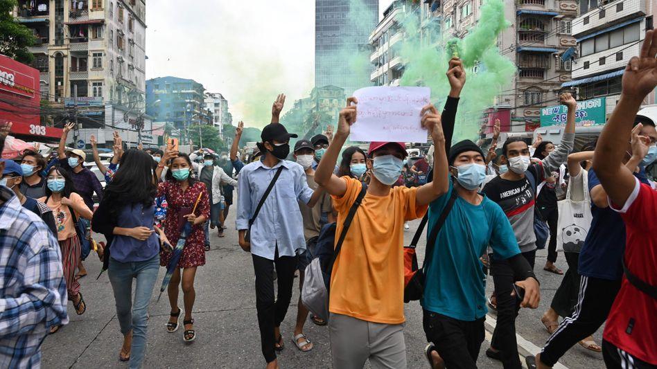 Proteste in Yangon: Der Putsch beendete eine zehnjährige Phase des demokratischen Wandels in dem südostasiatischen Land