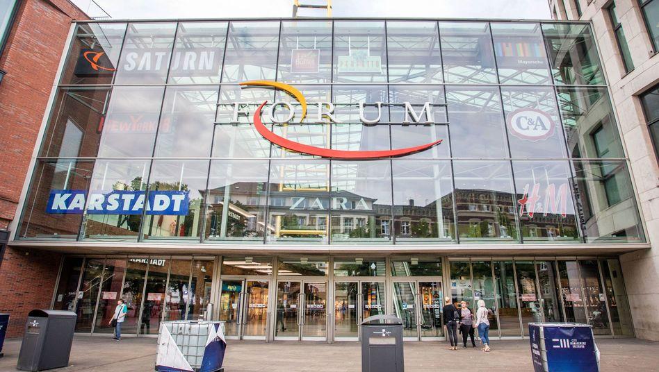 In einem Duisburger Einkaufzentrum hatte eine Bombenattrappe einen Großeinsatz ausgelöst