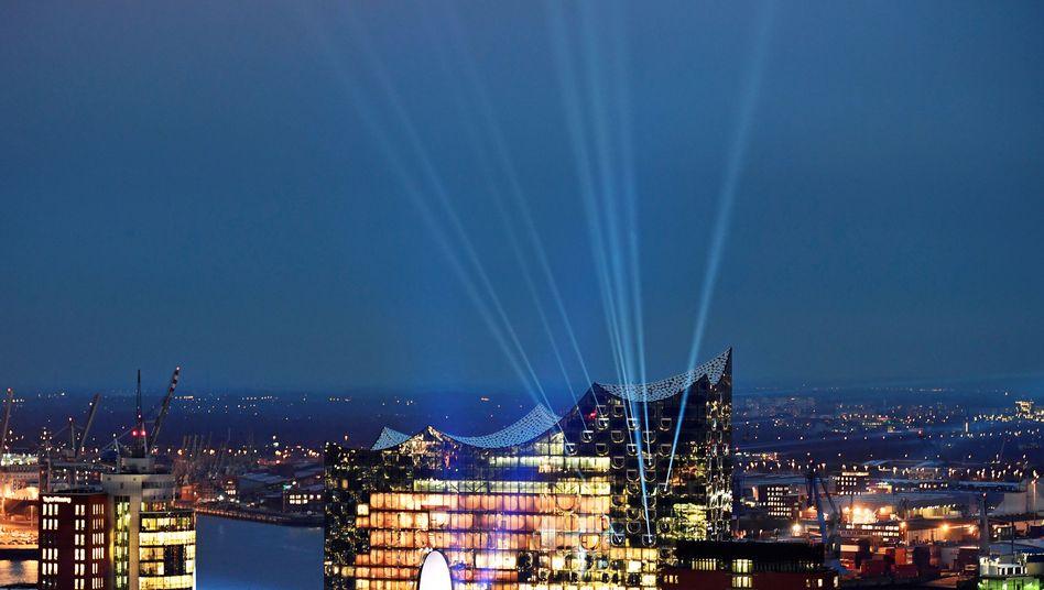 Strom für Licht: Die Elbphilharmonie in Hamburg