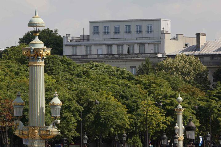 US-Botschaft in Paris: Aufgemalte Fenster und Elektronik auf dem Dach