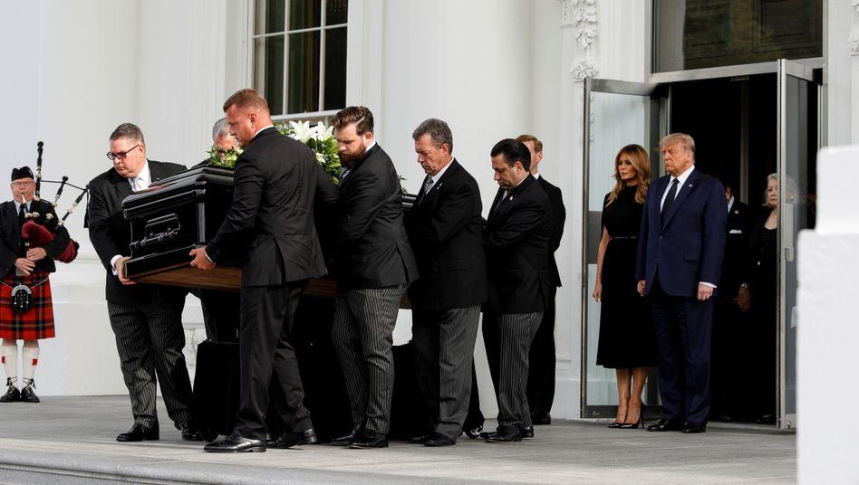 """US-Präsident Trump und seine Frau Melania: """"Ruhe in Frieden"""""""