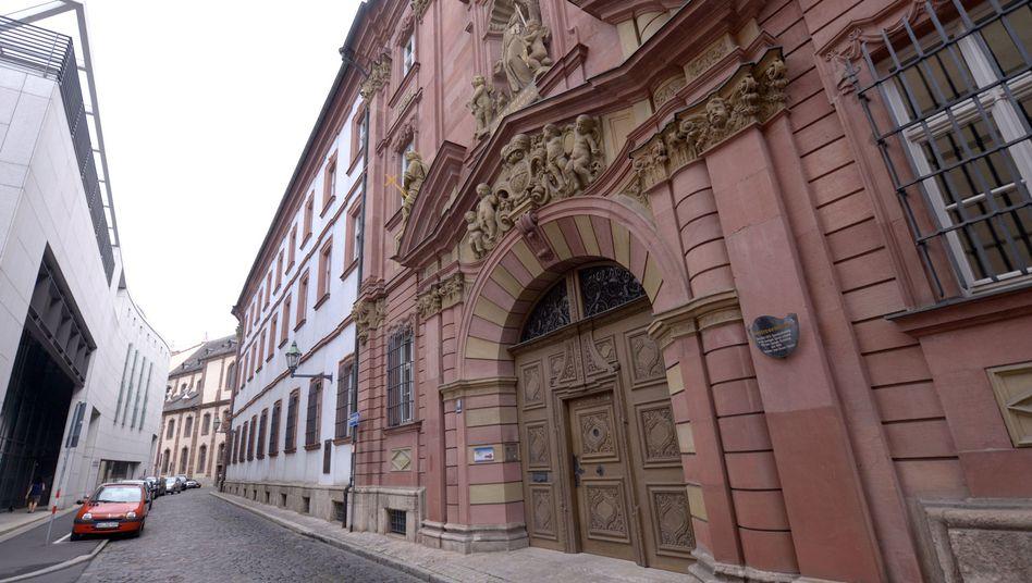 """Portal des Würzburger Priesterseminars: """"Kein braunes Netzwerk"""""""