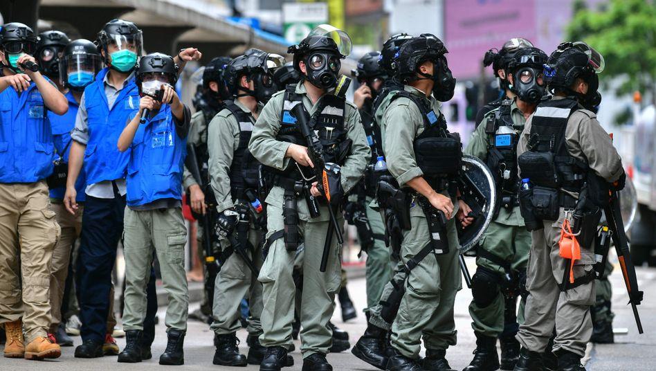 "Polizisten in Hongkong (am 24. Mai 2020): G7-Staaten sind in ""ernster Sorge"""
