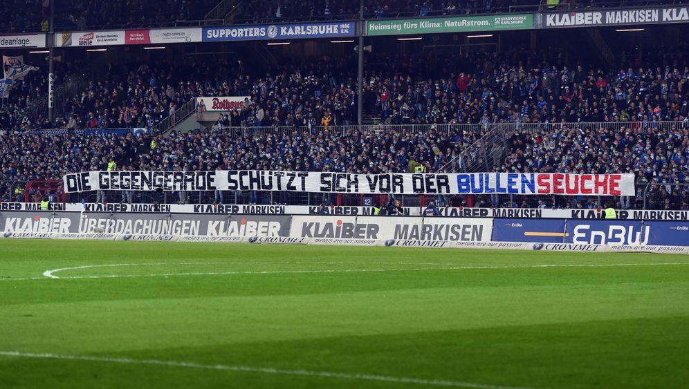 Kritik an RB Leipzig: Karlsruhe-Anhänger treiben es auf die Spitze
