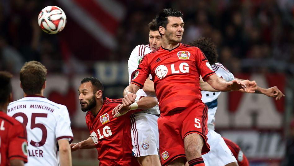 Leverkusen-Verteidiger Spahic: Entschuldigung bei den Ordnern
