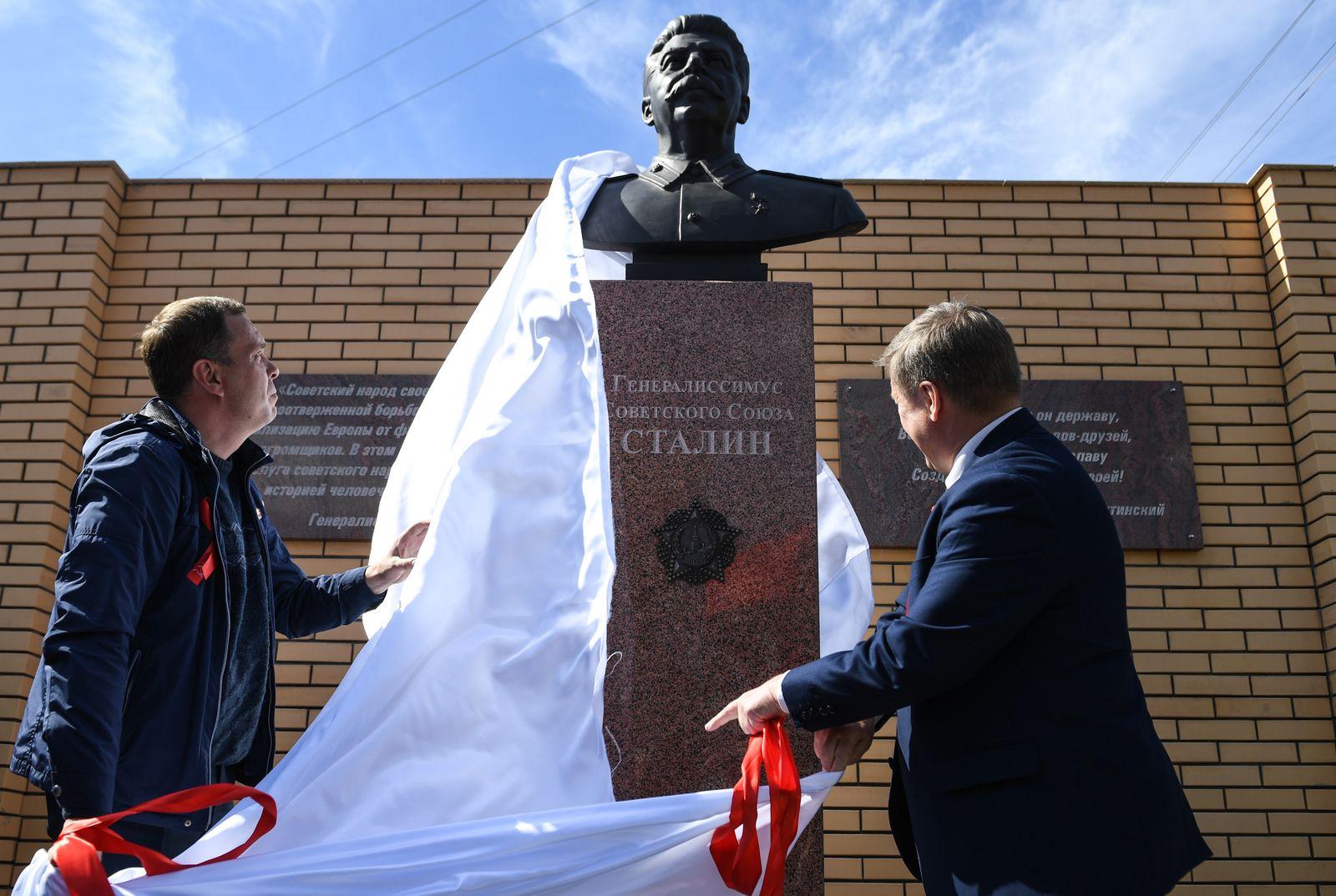 EINMALIGE VERWENDUNG SPIN 31/2019 S. 44 Stalin Statue