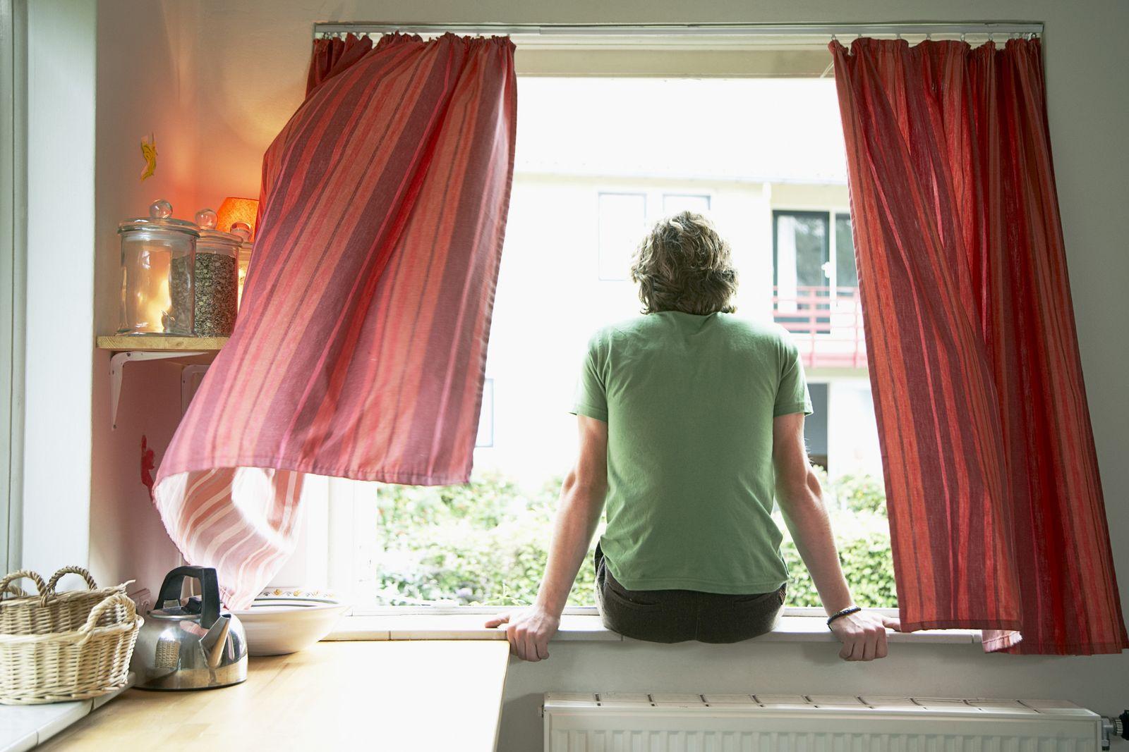 NICHT MEHR VERWENDEN! - Mann/ Single/ Fenster/ Wohnung/ Küche