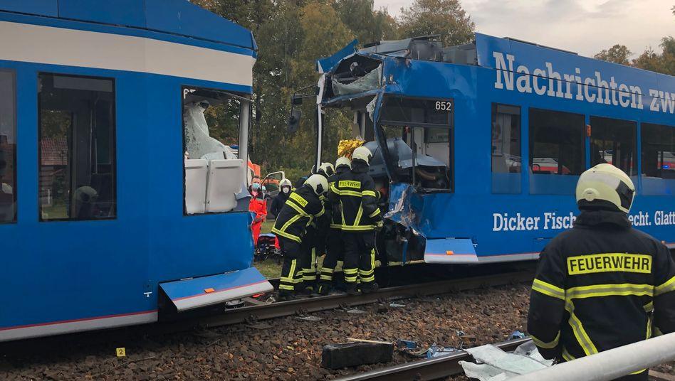 Unfallstelle an der Landesstraße 22 in Rostock: Mindestens zwölf Verletzte