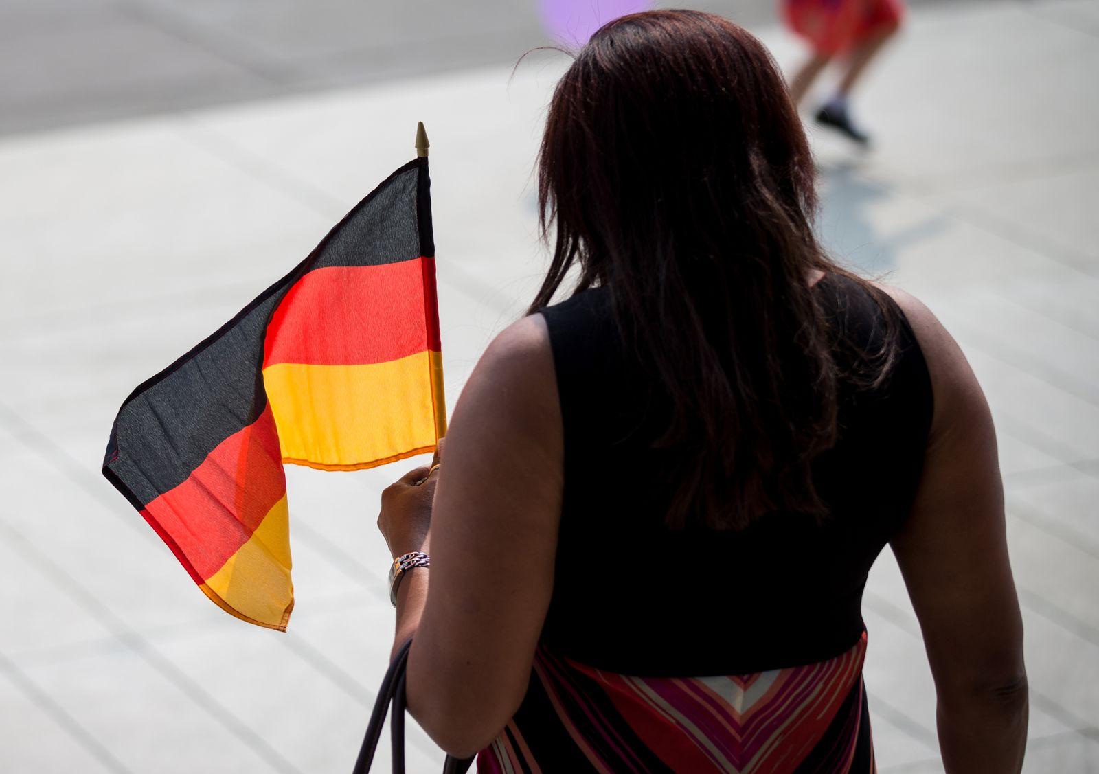 Neue Sachsen feiern Intergrationsfest in Dresden