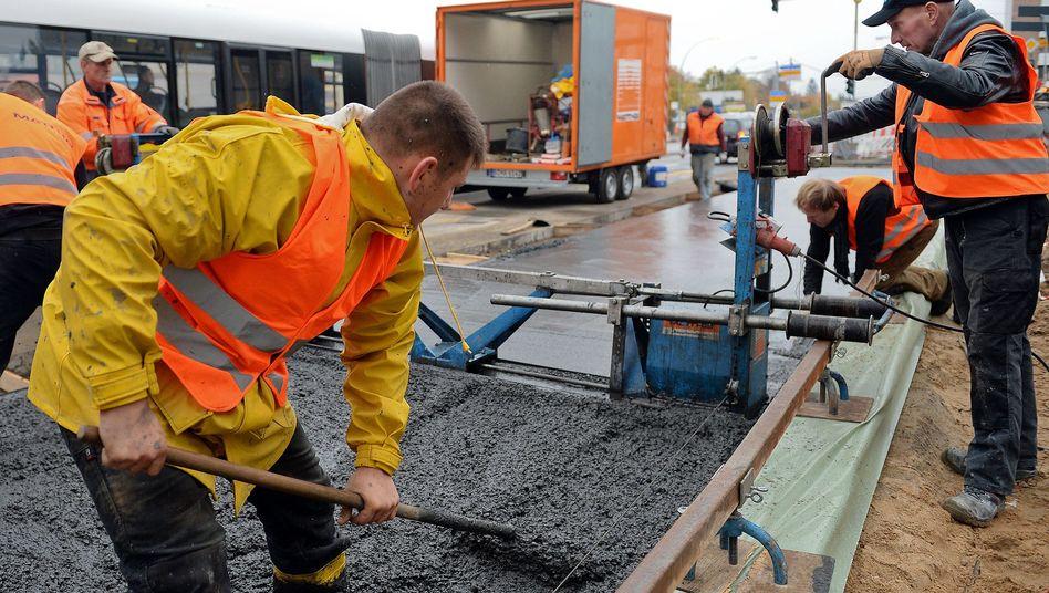 Arbeiter auf einer Baustelle in Berlin (Symbolbild)