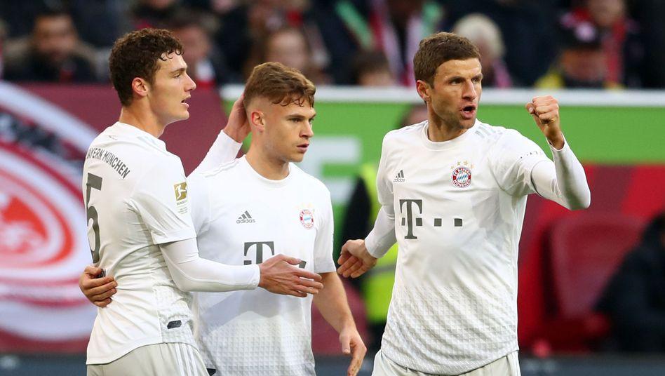 Jubel bei den Bayern: Das Team von Trainer Hansi Flick feierte einen 4:0-Sieg in Düsseldorf