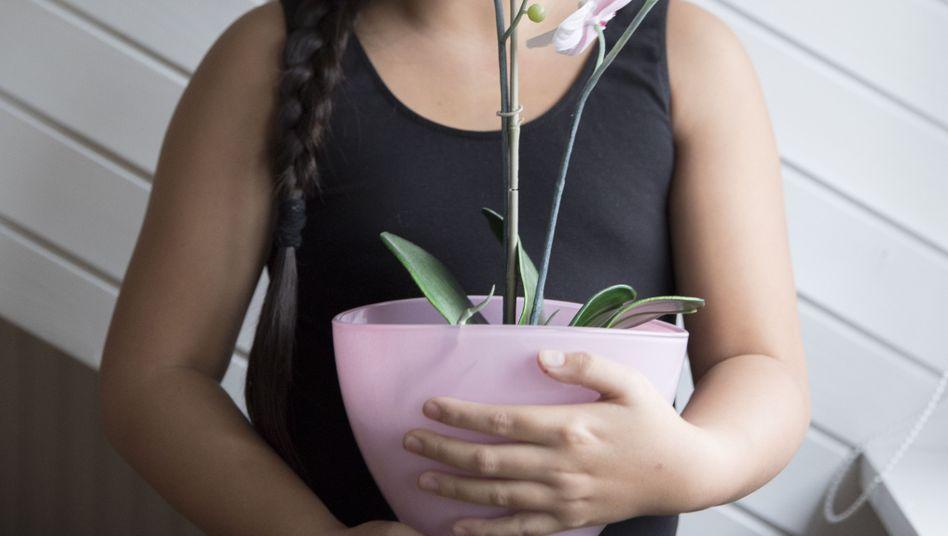 Intersexuelles Kind Jana: Sie seien wie Orchideen, sagen manche, die zwischen den Geschlechtern leben. Wie diese Blumen, bei denen Griffel und Staubfaden, also das Weibliche und das Männliche, zu etwas Gemeinsamem verwachsen sind.