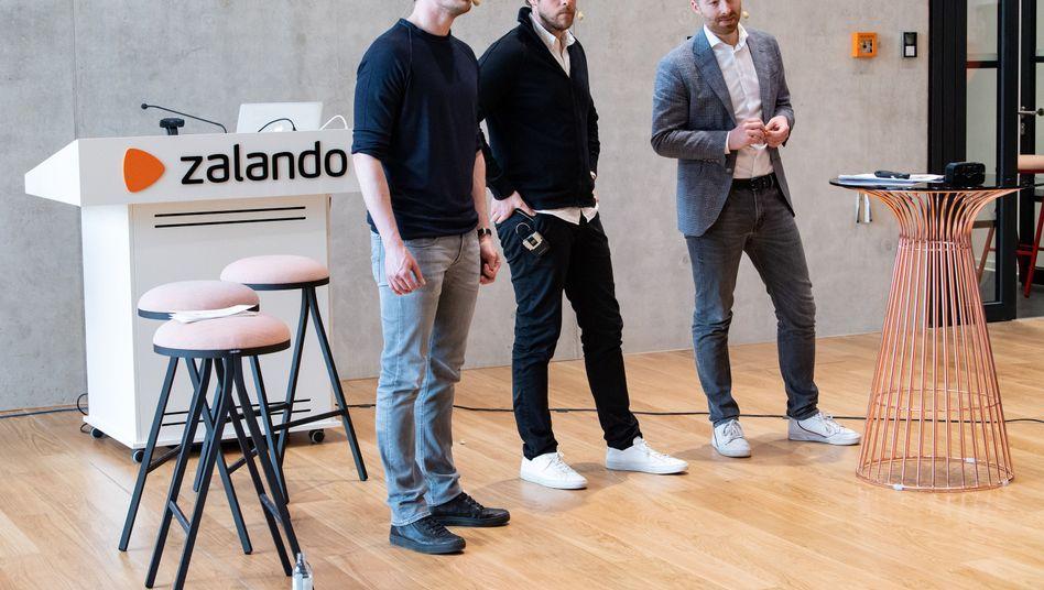 Zalando-Vorstände David Schneider (l-r), Robert Gentz und Rubin Ritter