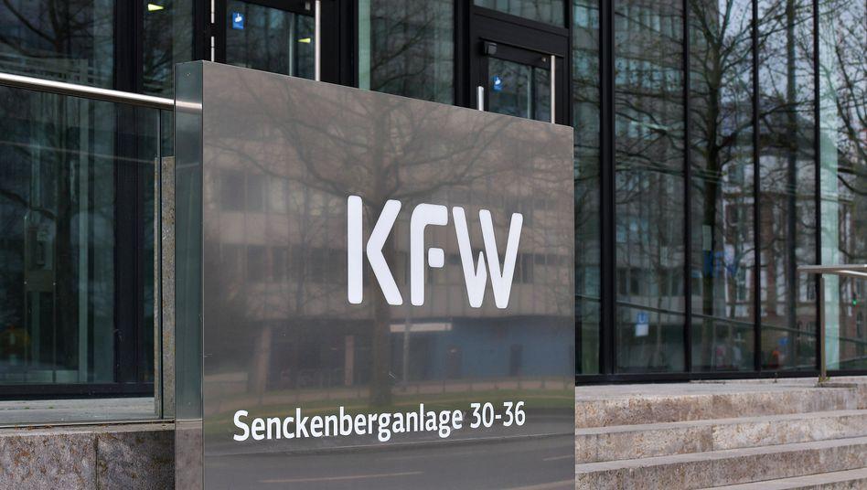 KfW-Büros in Frankfurt: Hilfskredite könnten 100 Milliarden Euro erreichen