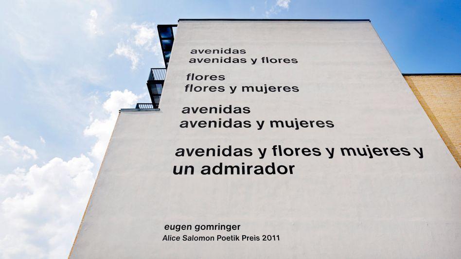 Gomringer-Gedicht an der Fassade der Alice-Salomon-Hochschule