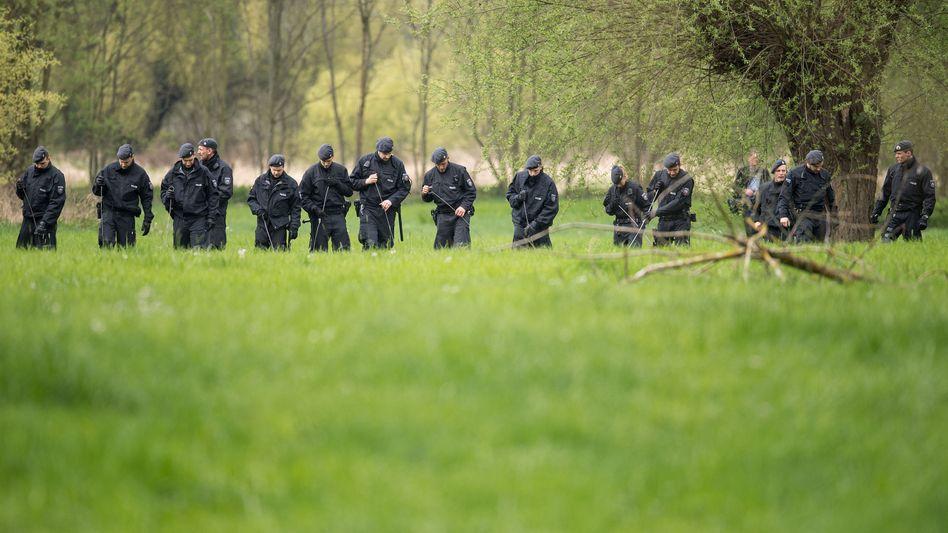 Polizisten in Bonner Siegaue