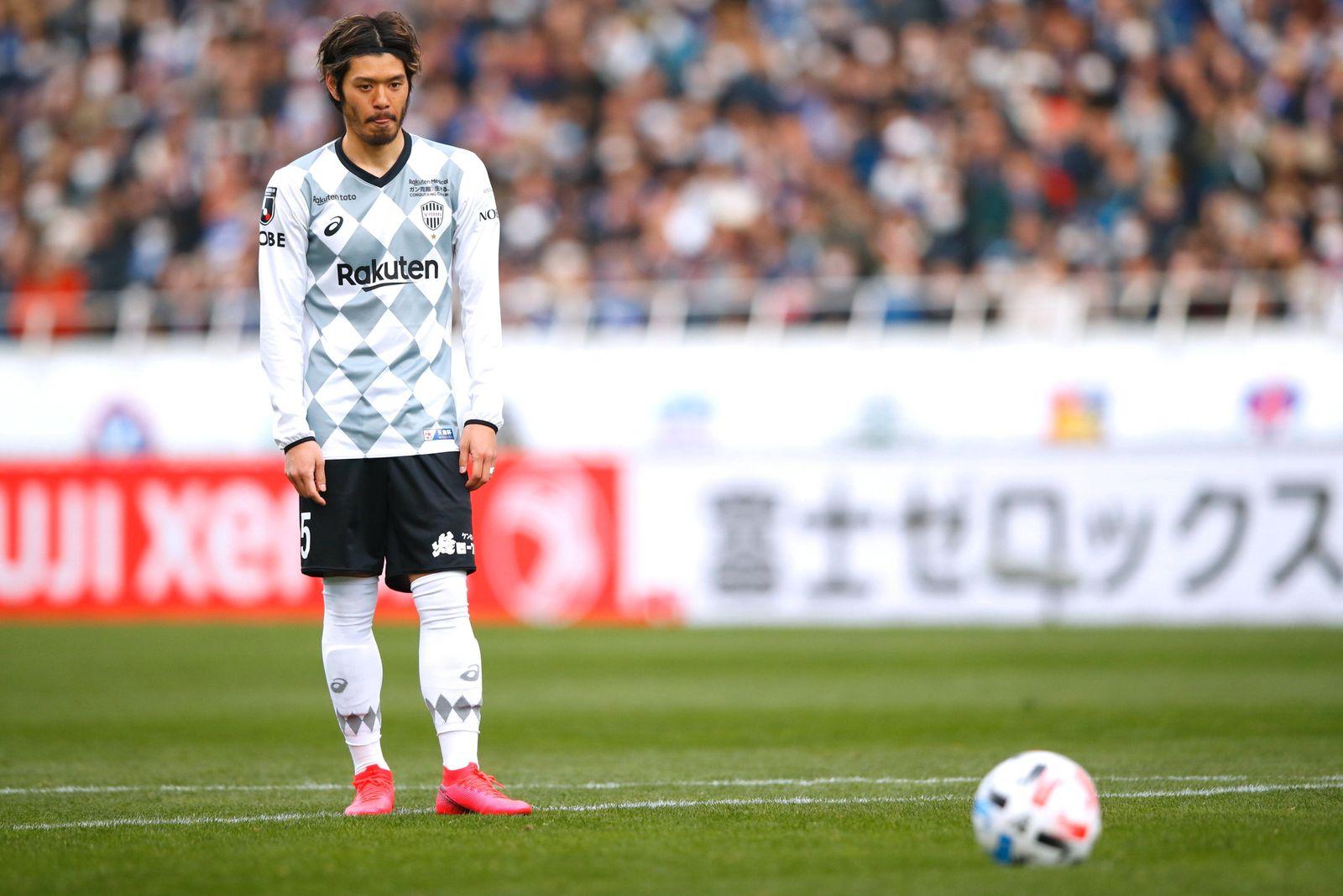 Hotaru Yamaguchi scores the winning penalty for Vissel Kobe during the Fuji Xerox Super Cup 2020 football championship