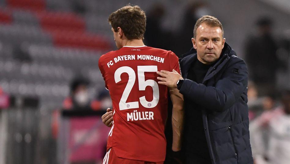 Bayern-Trainer Hansi Flick (r.) mit Thomas Müller