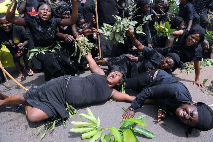 Angehörige des Fulani-Volkes protestieren gegen Gewalt in Zentralnigeria (Archivbild)