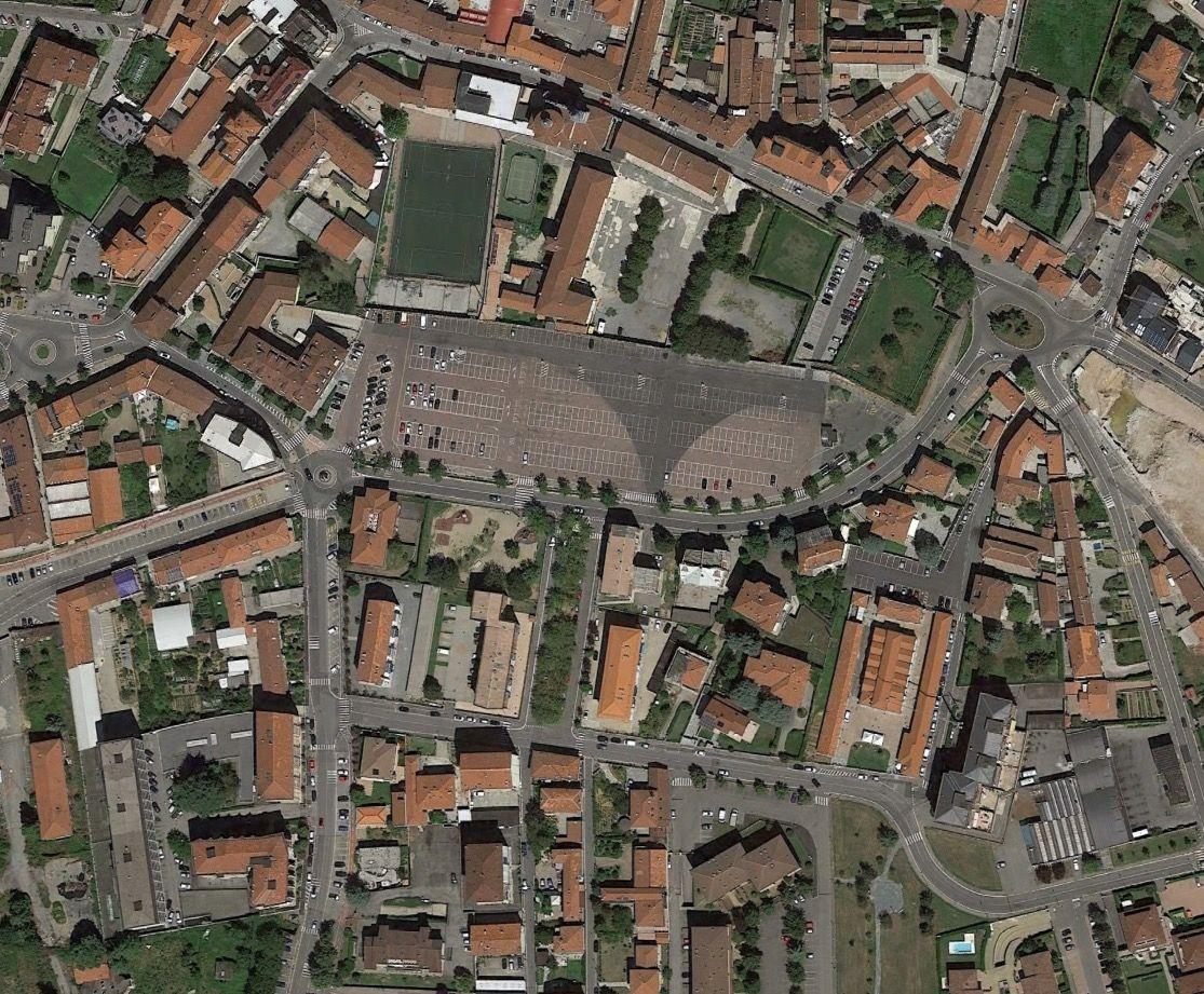 EINMALIGE VERWENDUNG Chieri Piazza Europa
