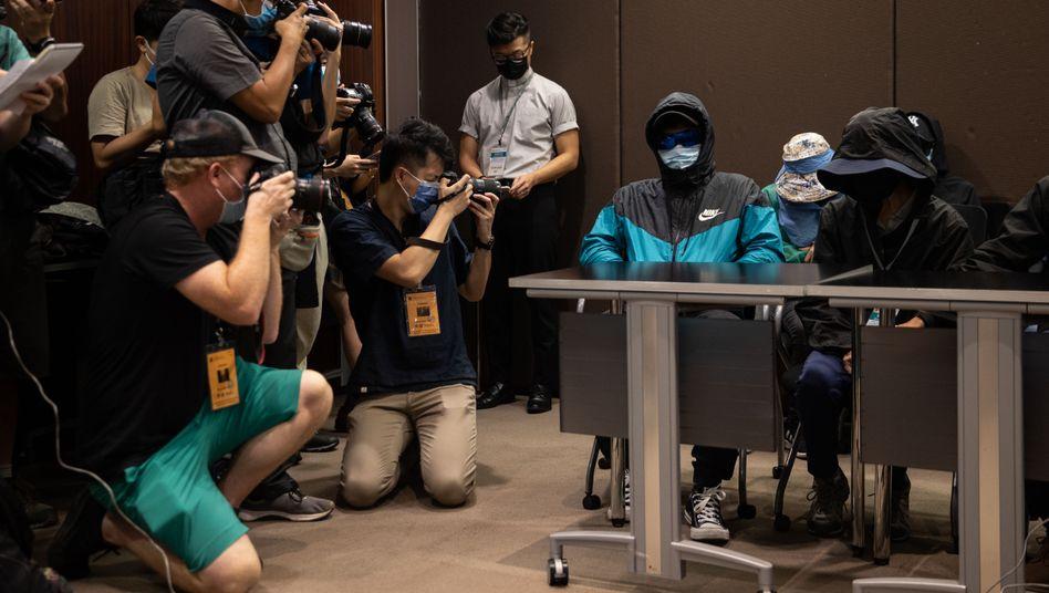 Pressekonferenz mit Verwandten der Festgenommenen: Anwälte würden durchweg nicht zu Inhaftierten vorgelassen