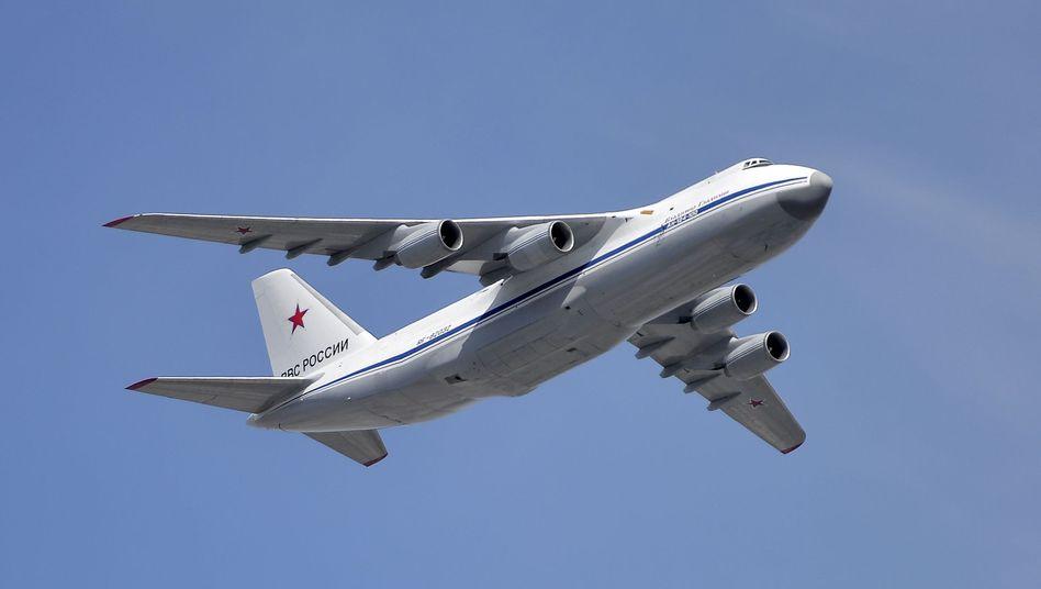 Russische Antonow-124 (Archivbild): Zwei Maschinen sind in der syrischen Region Latakia gesichtet worden