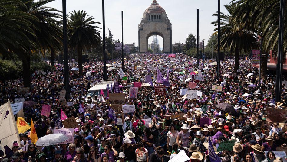 """Mexiko-Stadt: """"Der Unterdrückerstaat ist ein Macho-Vergewaltiger"""""""