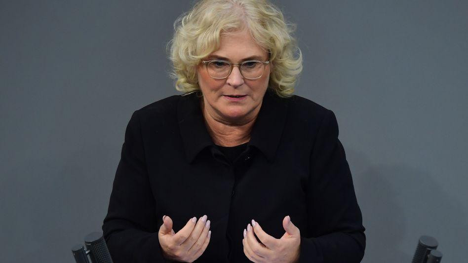 """Justizministerin Lambrecht (im Juni im Bundestag): """"Herabwürdigendes Verhalten"""""""