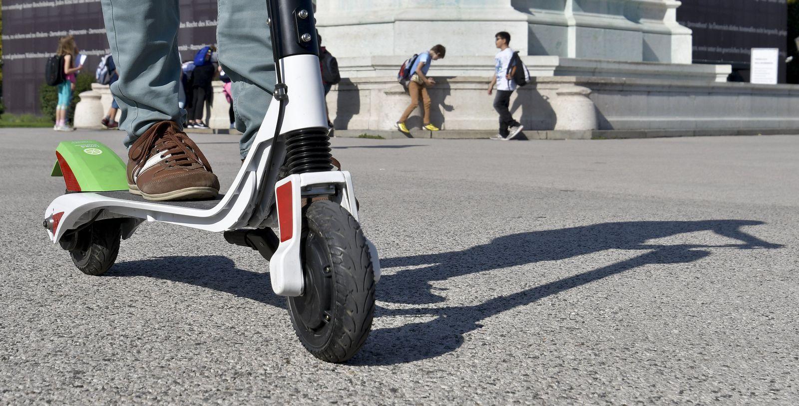 Per Tretroller durch die Blechlawine - E-Scooter in Wien