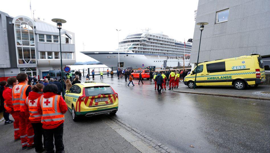 """Die """"Viking Sky"""" im Hafen von Molde"""