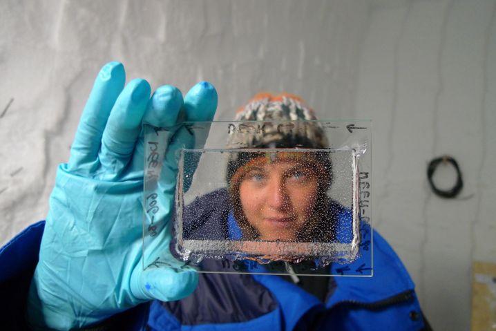 Gasblasen in einem Eiskern (Archivbild)