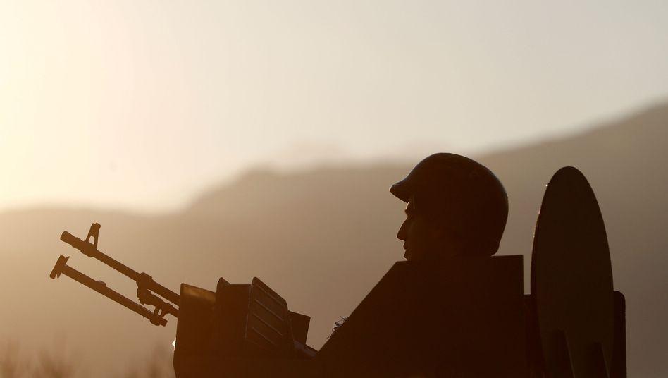 Türkischer Soldat nahe der syrischen Grenze