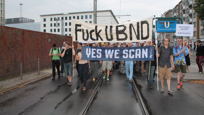 Demonstration: Spaziergang zum BND