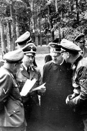 """Hitler kurz nach dem Attentat: """"Es ist etwas Furchtbares passiert: Der Führer lebt"""""""