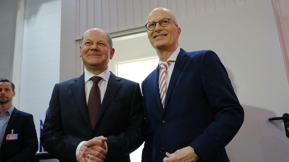 Unter Beschuss: Finanzminister Scholz (l.) mit dem Hamburger Bürgermeister Tschentscher