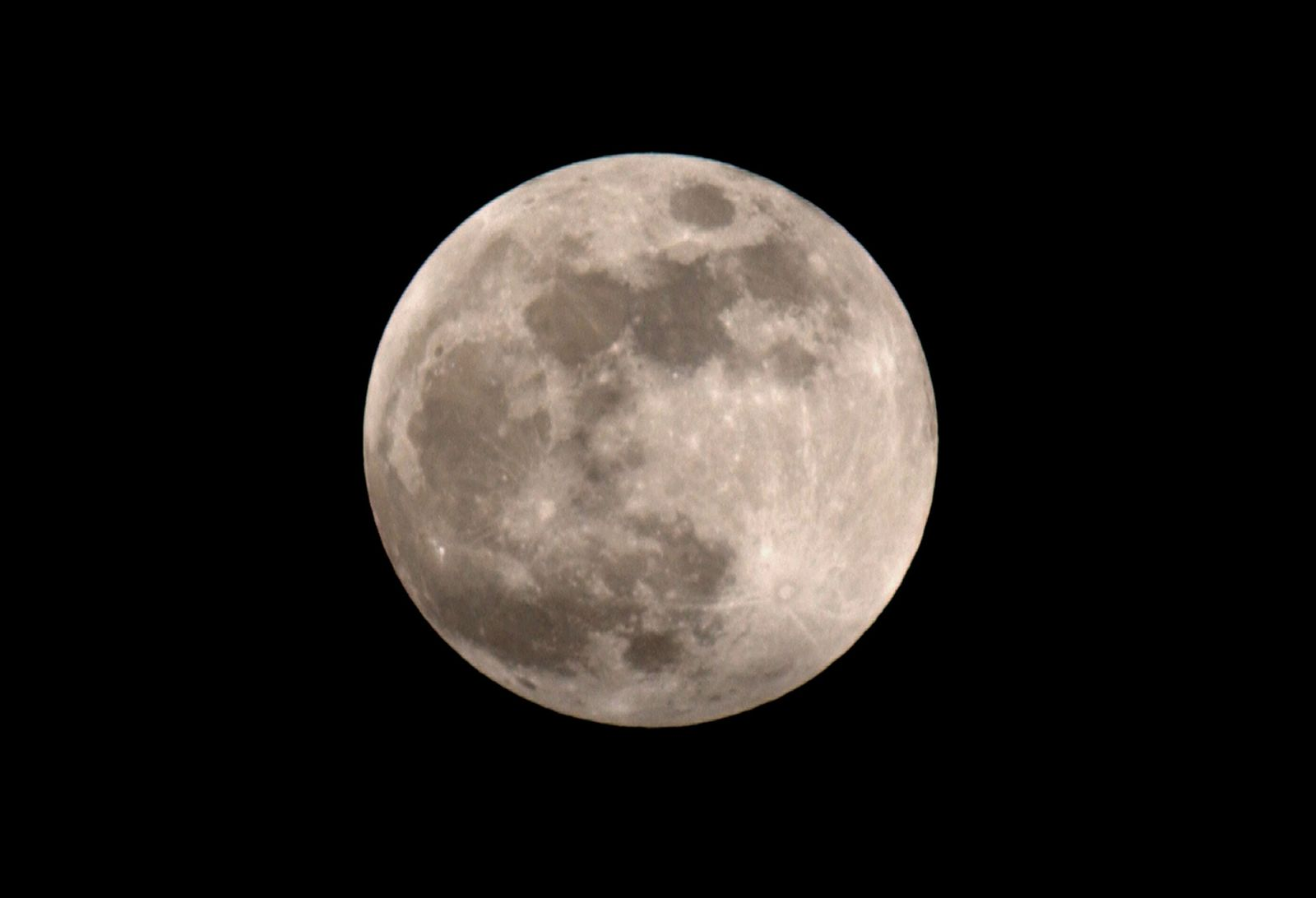 Vollmond vor Mondfinsternis