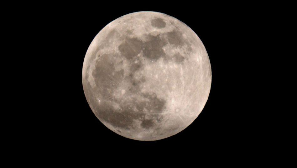 Erdtrabant: Wassergehalt in Mondgestein viel höher als bislang angenommen