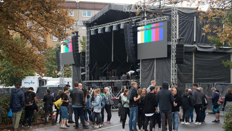 Chemnitz: Bühne des #wirsindmehr-Konzerts am Montagmittag