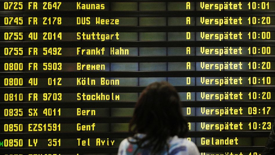 Anzeigetafel in Berlin-Schönefeld: Bitte warten