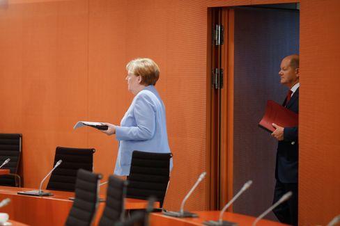 Kanzlerin Merkel, Finanzminister Scholz