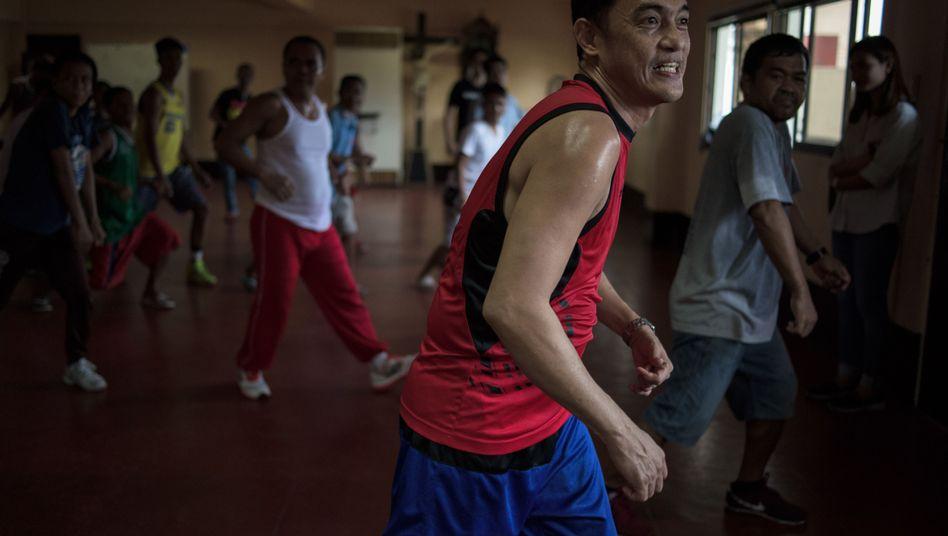 Suchtkranker Santos in Caloocan: Ein Versuch, der beste Patient zu sein