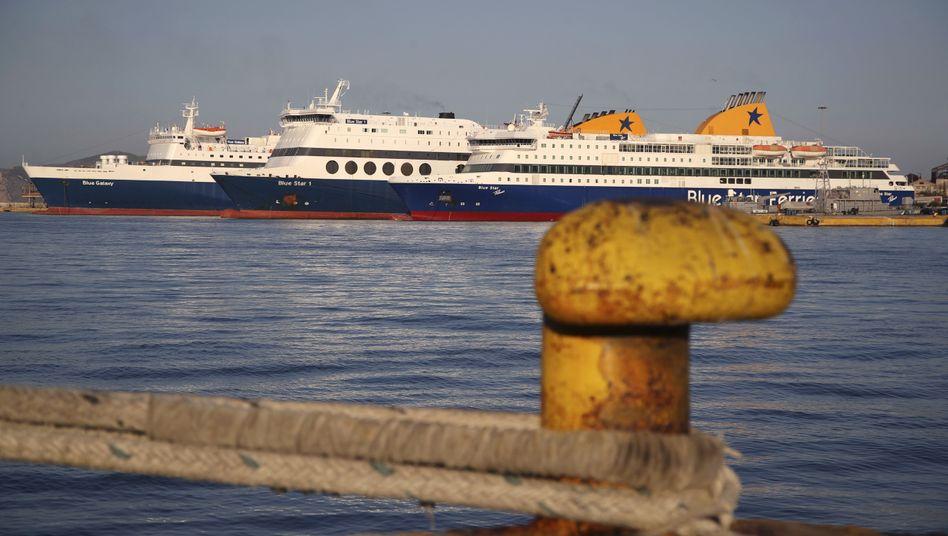 Fähren im Hafen von Piräus (Symbolbild)
