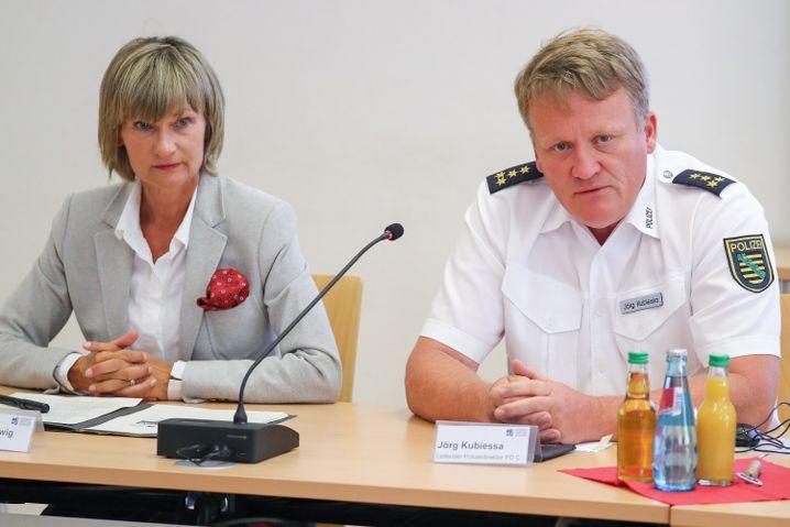Barbara Ludwig und Jörg Kubiessa (Leitender Polizeidirektor)